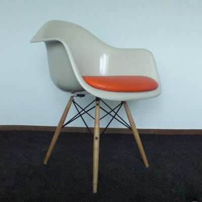 daw dinner chair by charles ray eames for herman miller 1950s 8887