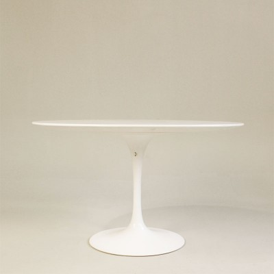 tulip coffee table by eero saarinen for knoll 1950s