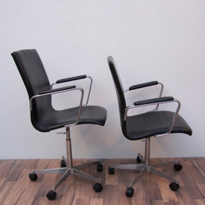 Pair of AJ 3291Oxford office chairs by Arne Jacobsen for Fritz