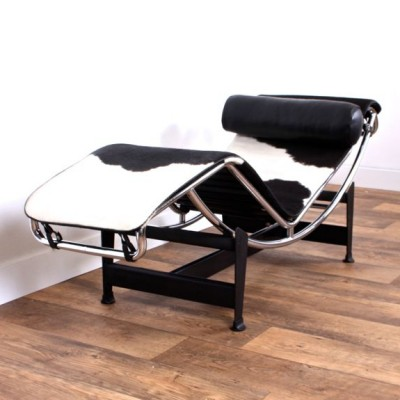 lc4 chaise longue lounge chair by le corbusier for cassina 20514. Black Bedroom Furniture Sets. Home Design Ideas