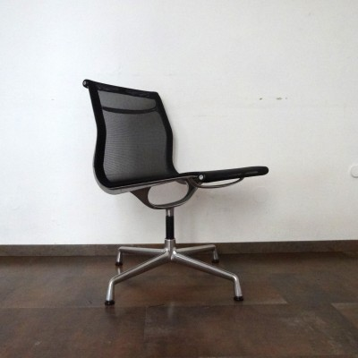 EA106 Mesh Office Chair by Charles and Ray Eames for Vitra