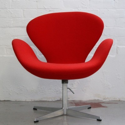 Swan Lounge Chair by Arne Jacobsen for Fritz Hansen