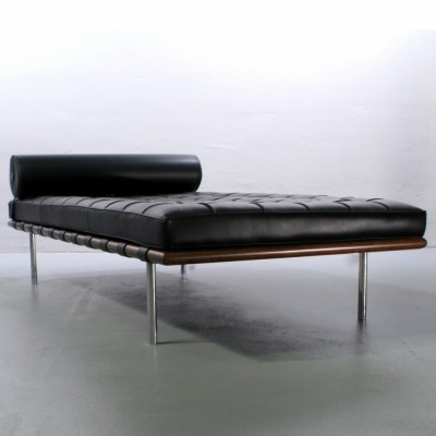 Barcelona Daybed By Ludwig Mies Van Der Rohe For Knoll International