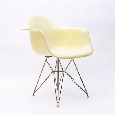 DAR Dinner Chair by Charles and Ray Eames for Zenith Plastics
