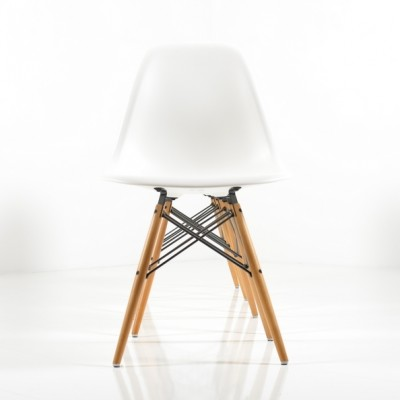 DSW Dinner Chair by Charles and Ray Eames for Vitra