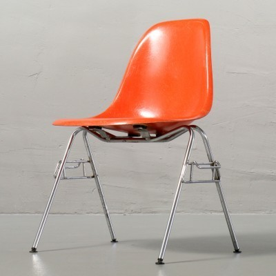 Plastic Side Chair Dinner Chair by Charles and Ray Eames for Herman Miller