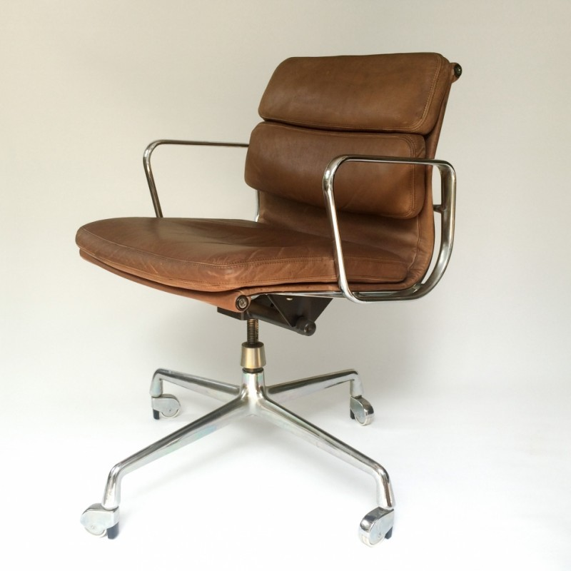 ea 217 soft pad office chair by charles and ray eames for