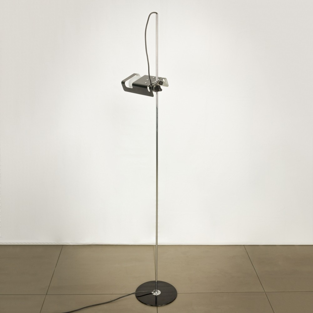 Spider floor lamp by joe colombo for oluce 34842 for What is a spider lamp