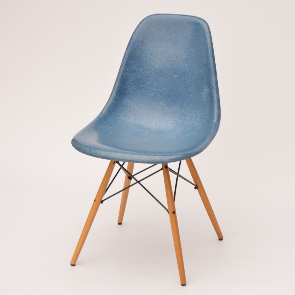 dsw fiberglass side chair ocean blue dinner chair by charles and ray eames for vitra 38299. Black Bedroom Furniture Sets. Home Design Ideas