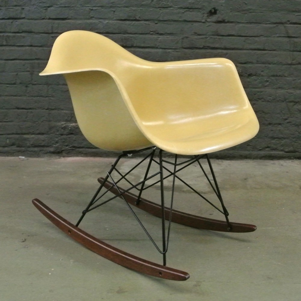 Rar ochre light rocking chair by charles ray eames for herman miller 1 - Herman miller chair eames ...