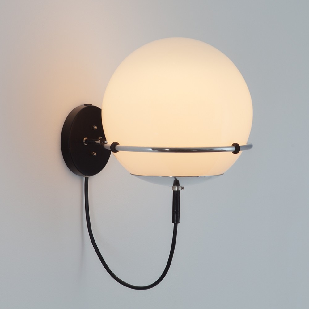 Globe (C-1751.00) Wall Lamp from the sixties by Frank Ligtelijn for Raak Amsterdam