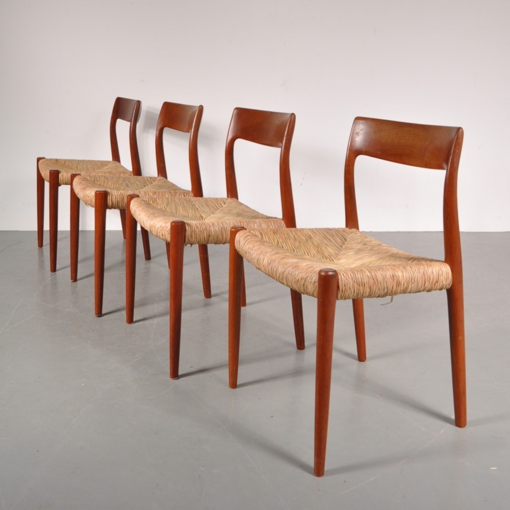 Hypermoderne Set of 4 dining chairs by Niels O. Møller for JL Møllers WH-47