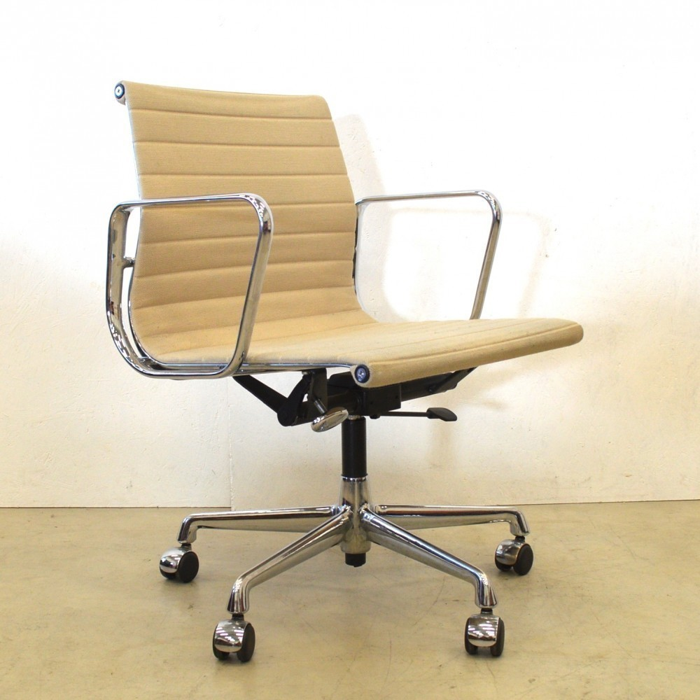 EA117 Office Chair by Charles and Ray Eames for Vitra