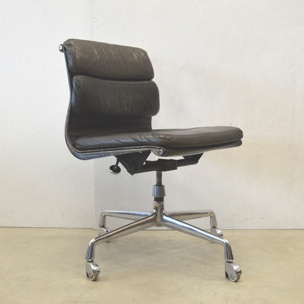 ea206 office chair by charles and ray eames for herman