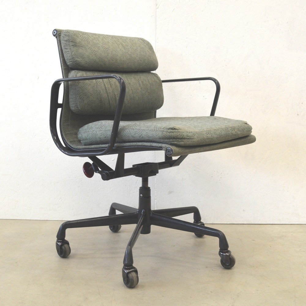 EA217 Office Chair by Charles and Ray Eames for Herman Miller
