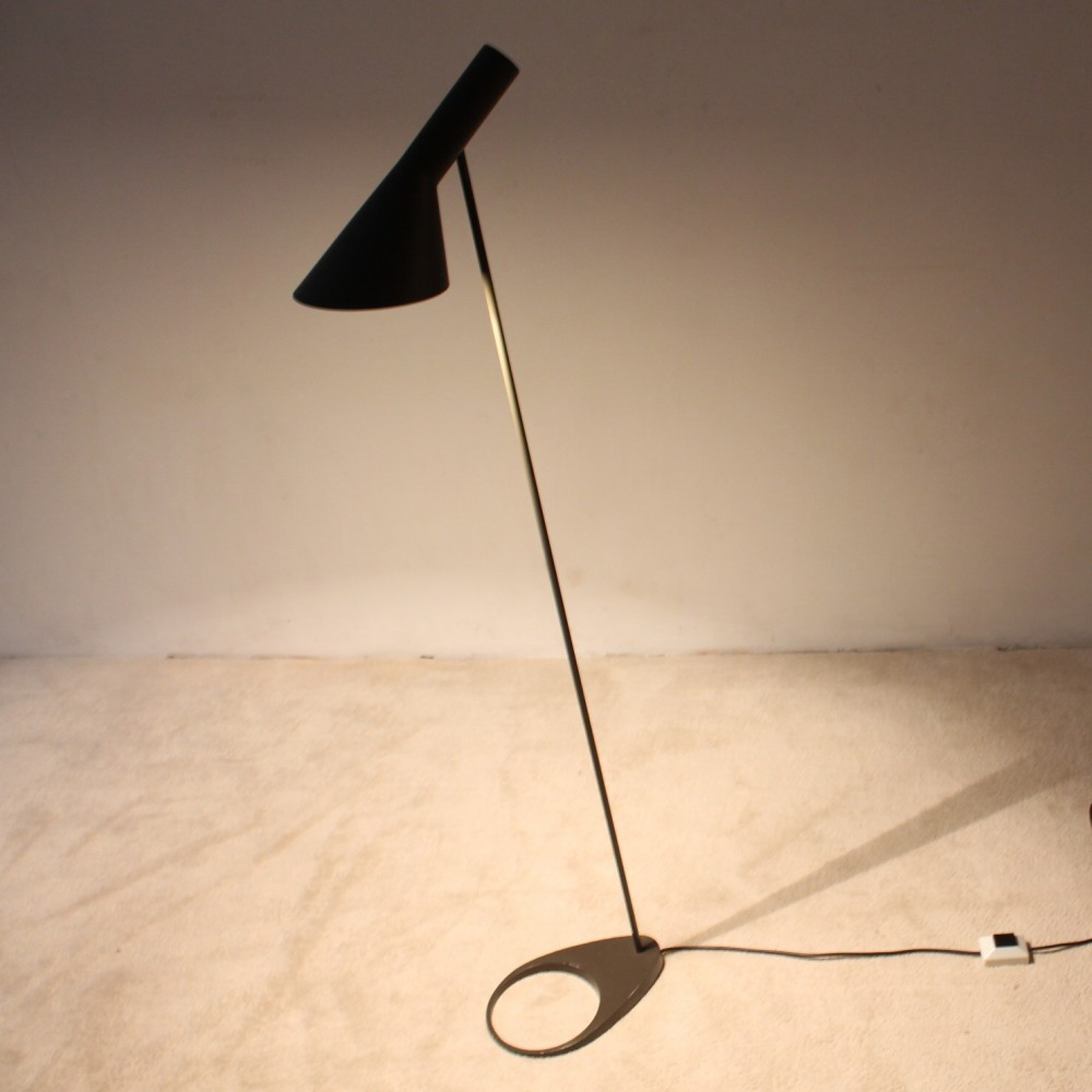 aj floor lamp by arne jacobsen for louis poulsen 1950s 51312. Black Bedroom Furniture Sets. Home Design Ideas