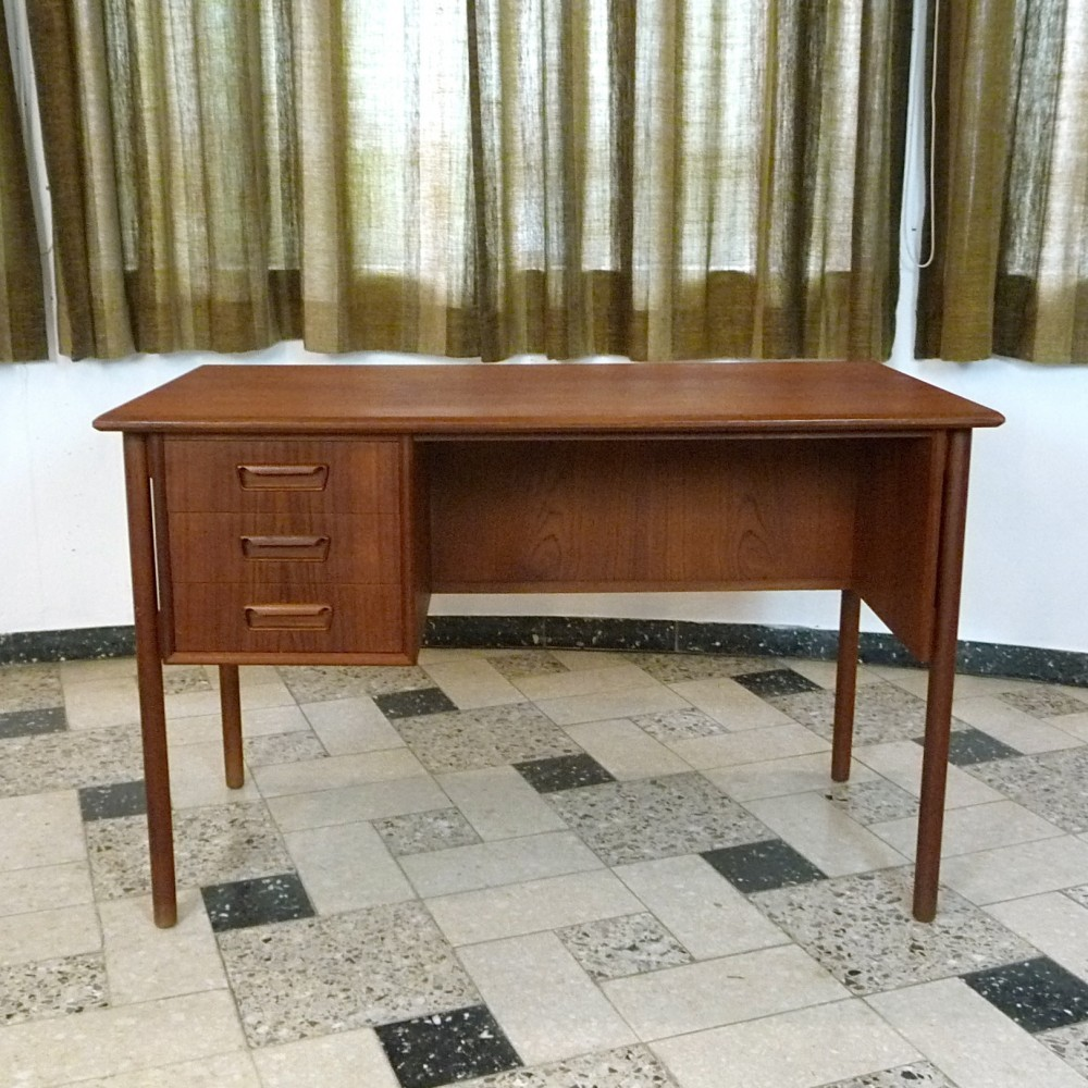 vintage writing desks Shop desks at chairish, the design lover's marketplace for the best vintage and used furniture, decor and art make an offer today.