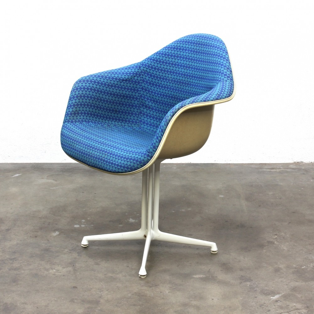 Eames dining chair like u0026 interior design follow us for Chaise eames tissu
