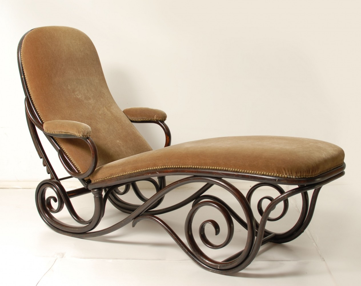 Bentwood chaise lounge lounge chair by michael thonet for for Chaise bentwood