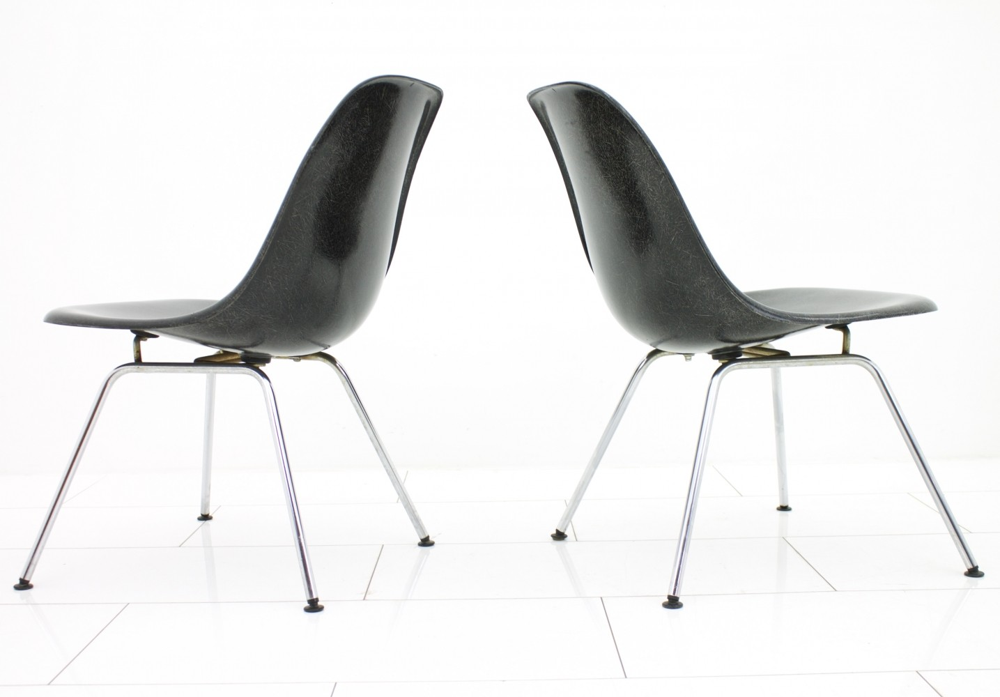 black fiberglass side shells with low h base by charles ray eames 57849. Black Bedroom Furniture Sets. Home Design Ideas