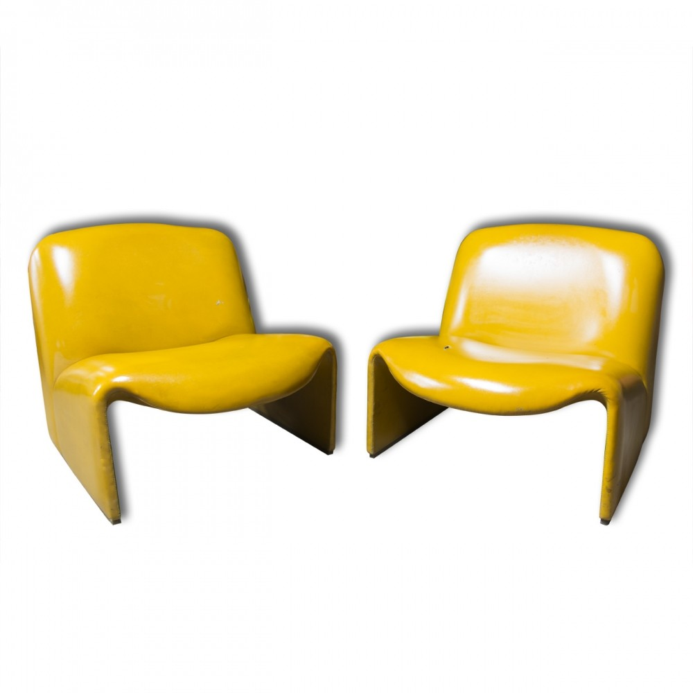 pair of lounge chairs by giancarlo piretti for castelli 1960s