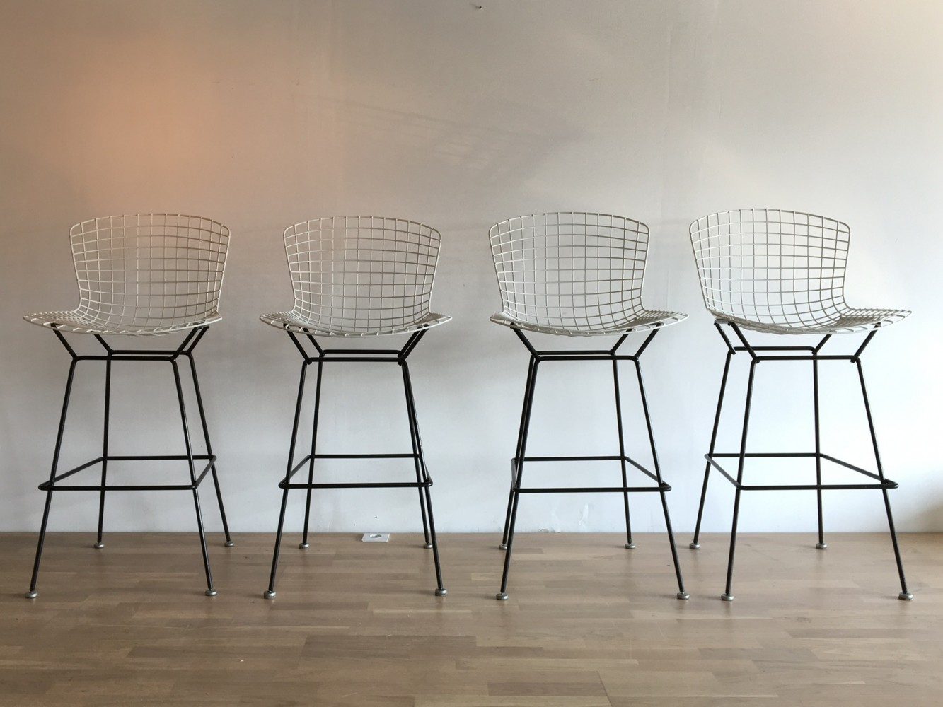 4 x tabouret stool by harry bertoia for knoll 1950s 60097. Black Bedroom Furniture Sets. Home Design Ideas