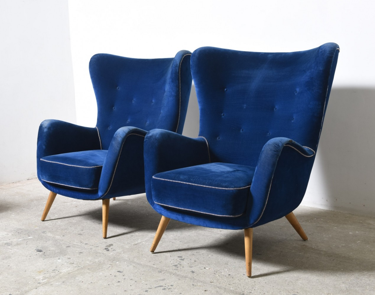 Blue Velvet Chair Set Of Two Large Oversized Italian Blue Velvet Wing Back Easy Chairs Barwick