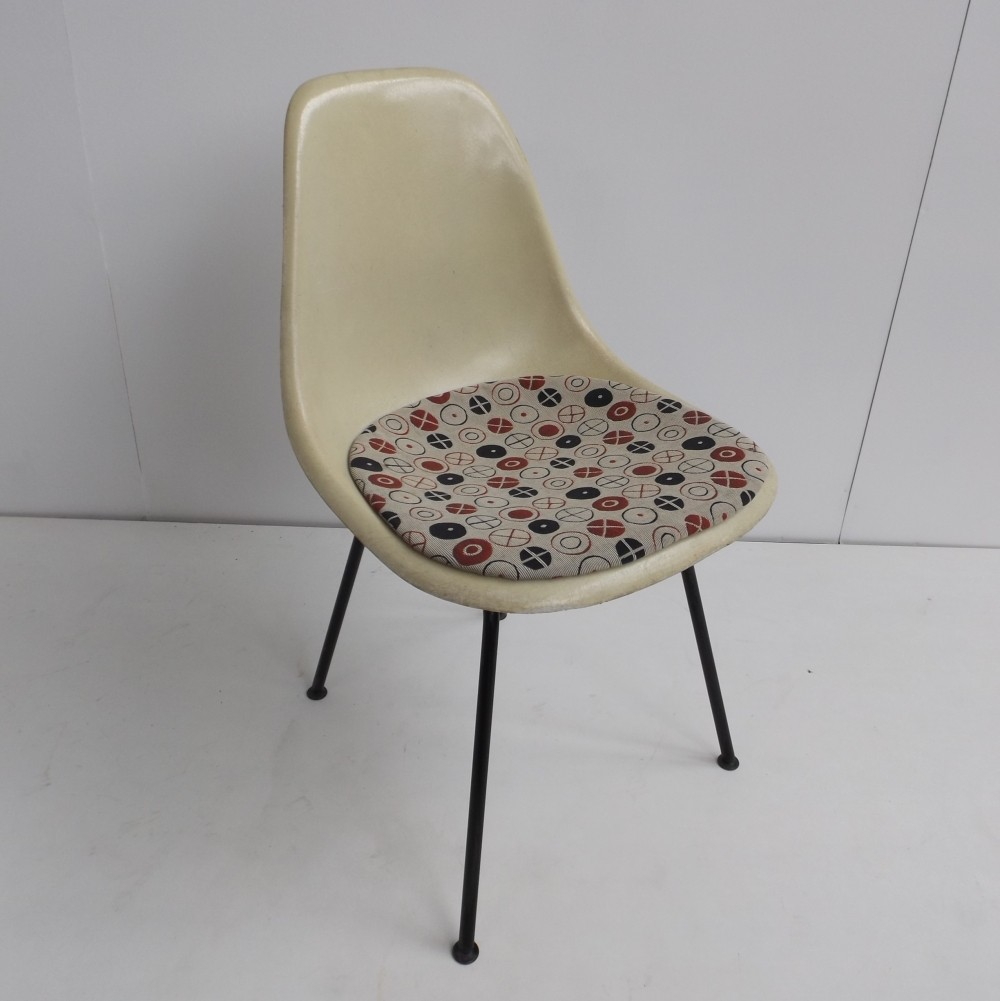 DSX fiberglass dinner chair by Charles & Ray Eames for Herman