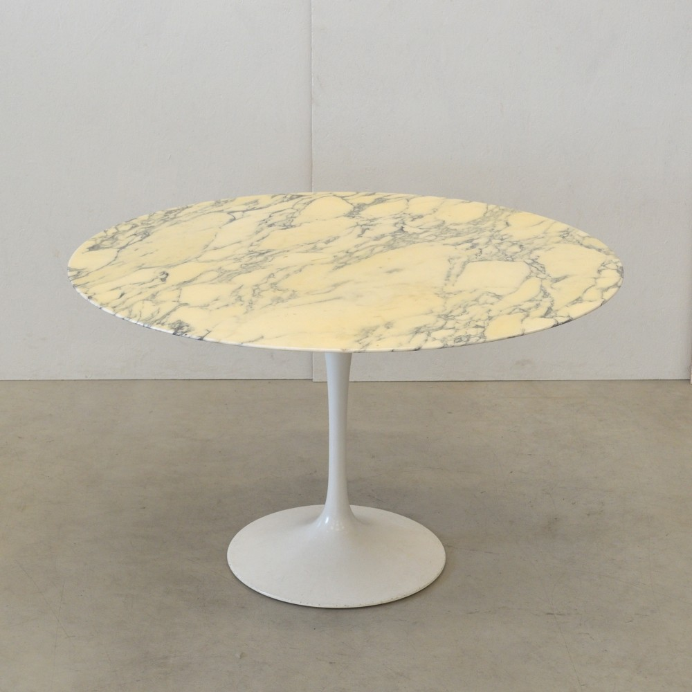 Marble Top Dining Table from the sixties by Eero Saarinen for Knoll International