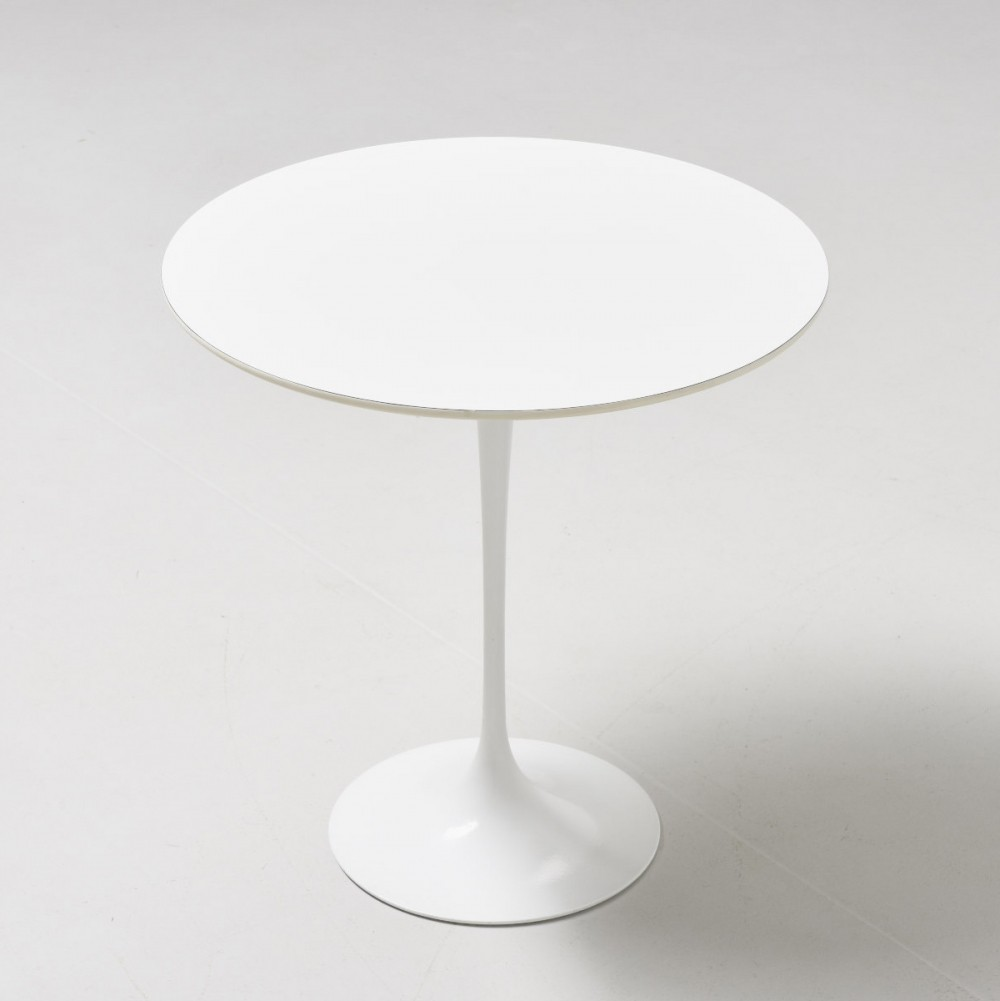 tulip side table by eero saarinen for knoll 1950s 62543. Black Bedroom Furniture Sets. Home Design Ideas