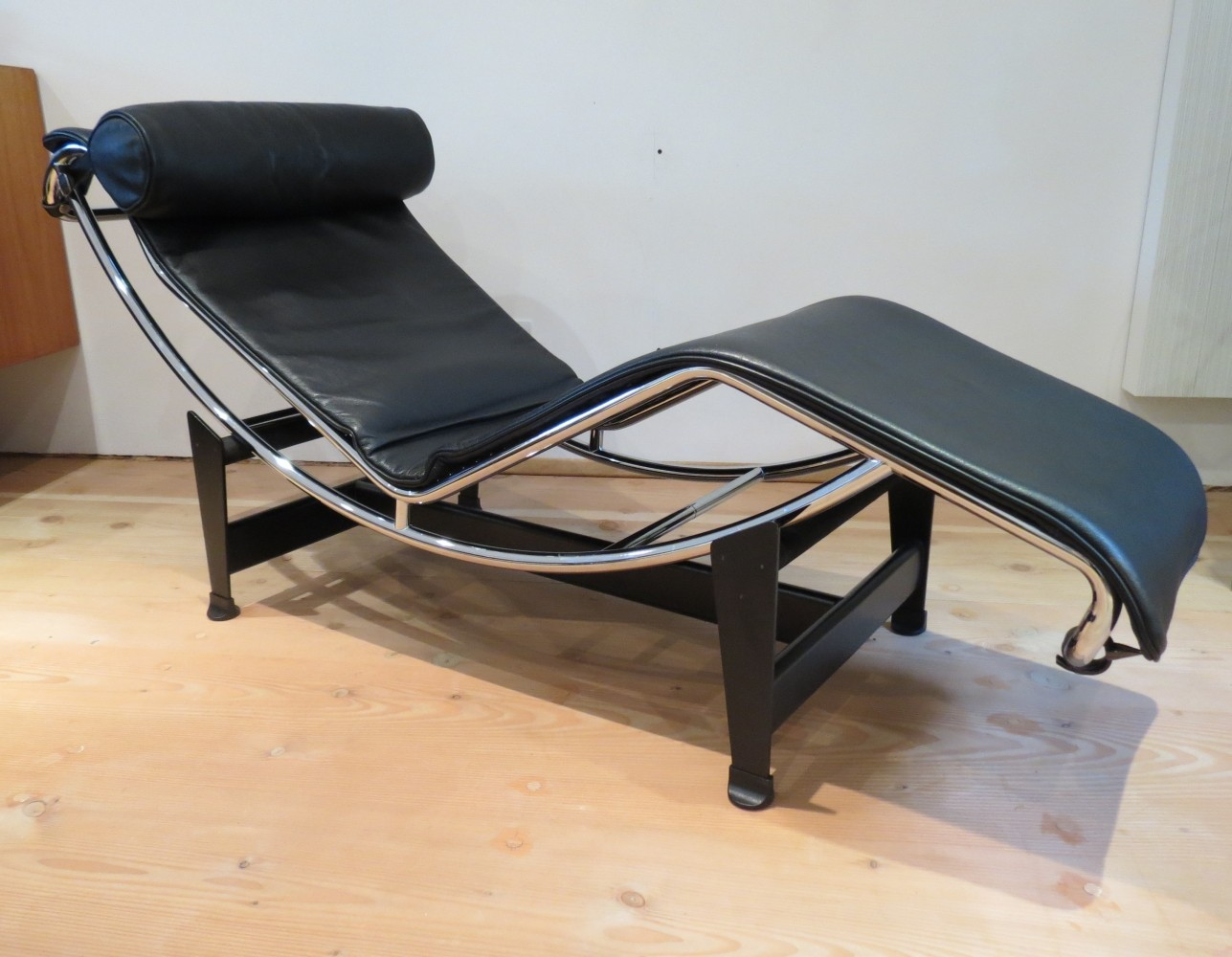 lc4 lounge chair from the nineties by le corbusier charlotte perriand for cassina 63206. Black Bedroom Furniture Sets. Home Design Ideas