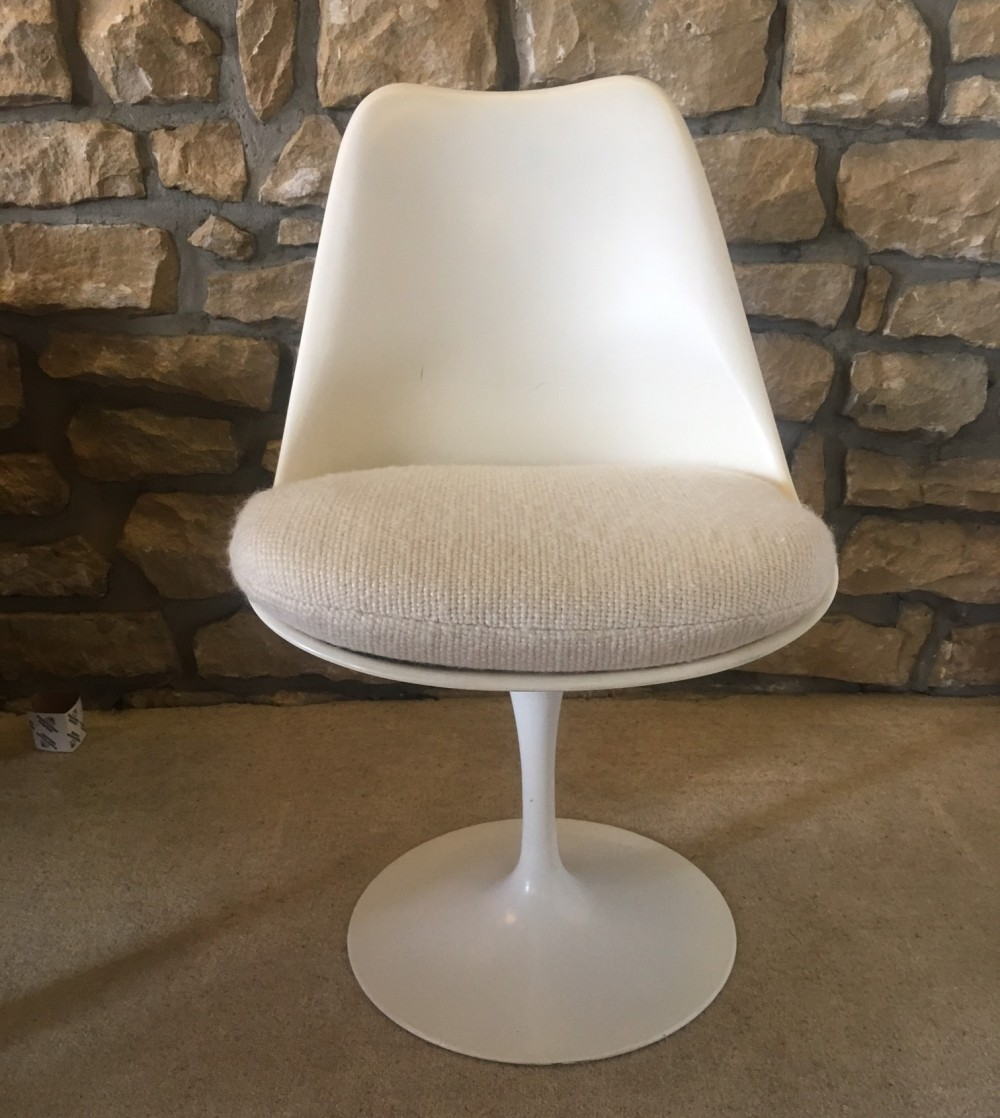 2 Tulip dinner chairs from the fifties by Eero Saarinen for Knoll International