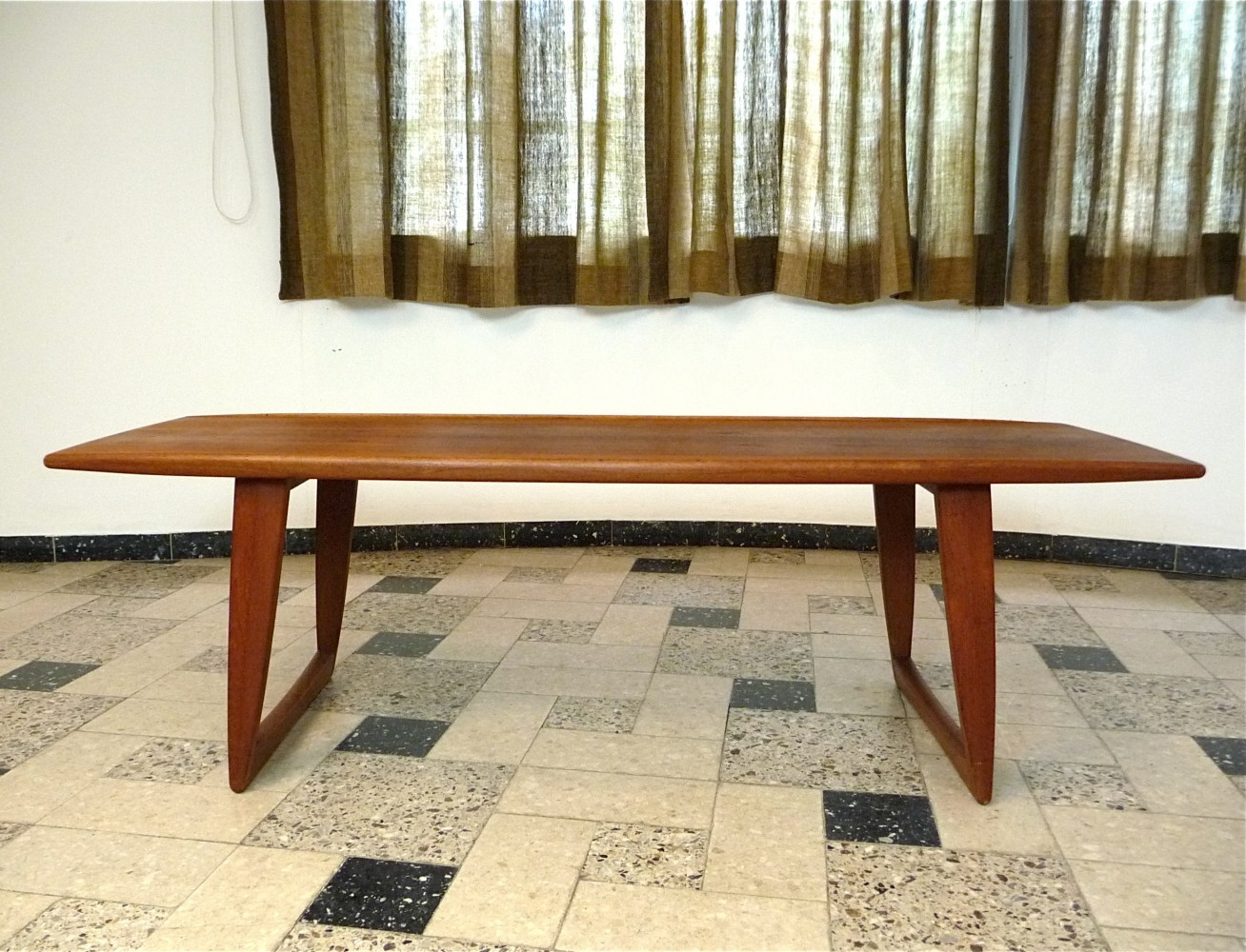 Coffee table from the sixties by unknown designer for for Plateau report designer