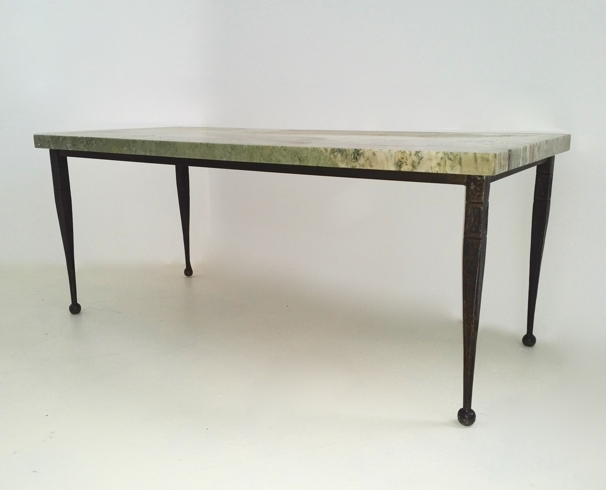 French wrought iron cocktail table with Onice Smeraldo top, 1950s