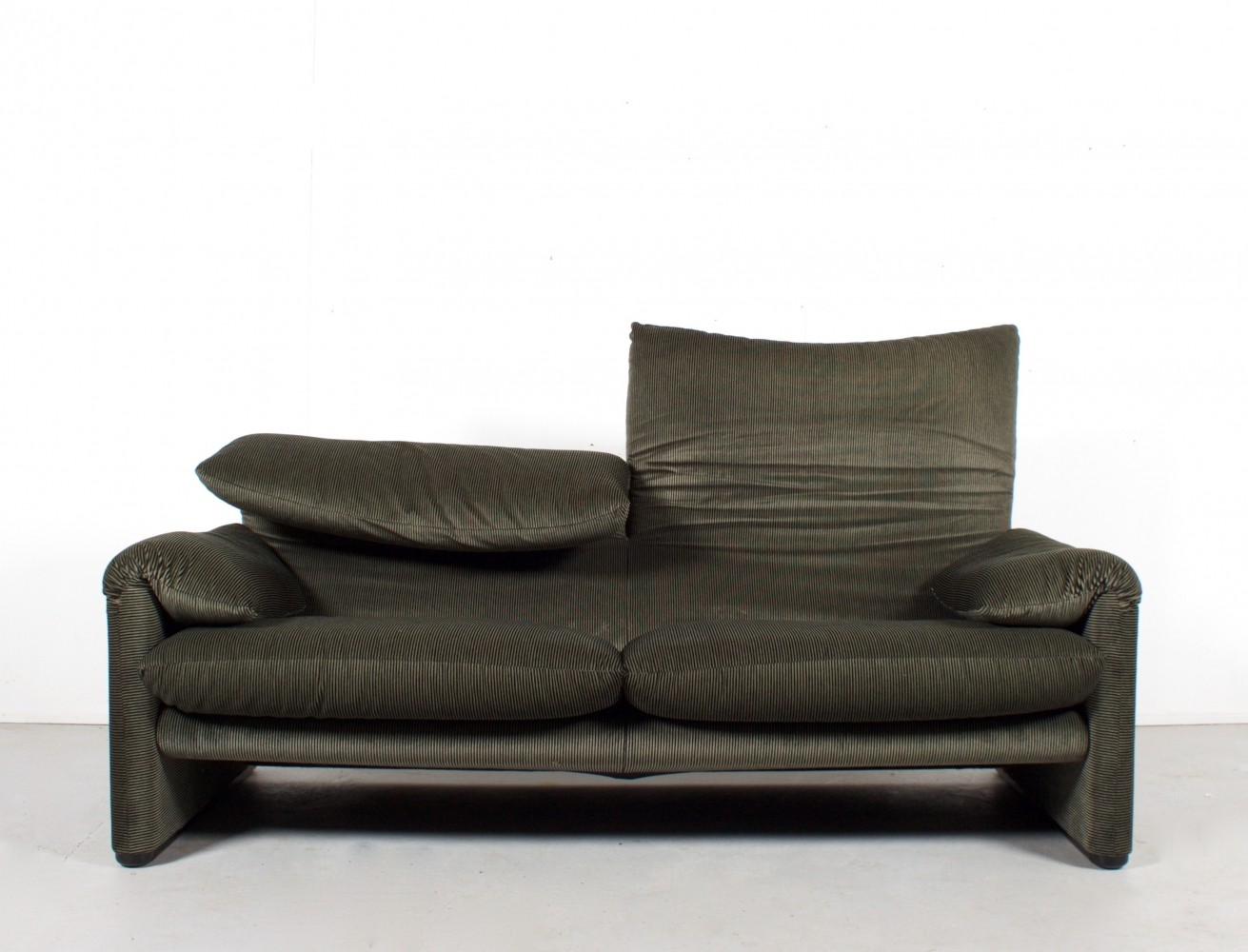 2 Maralunga sofas from the seventies by Vico Magistretti for Cassina