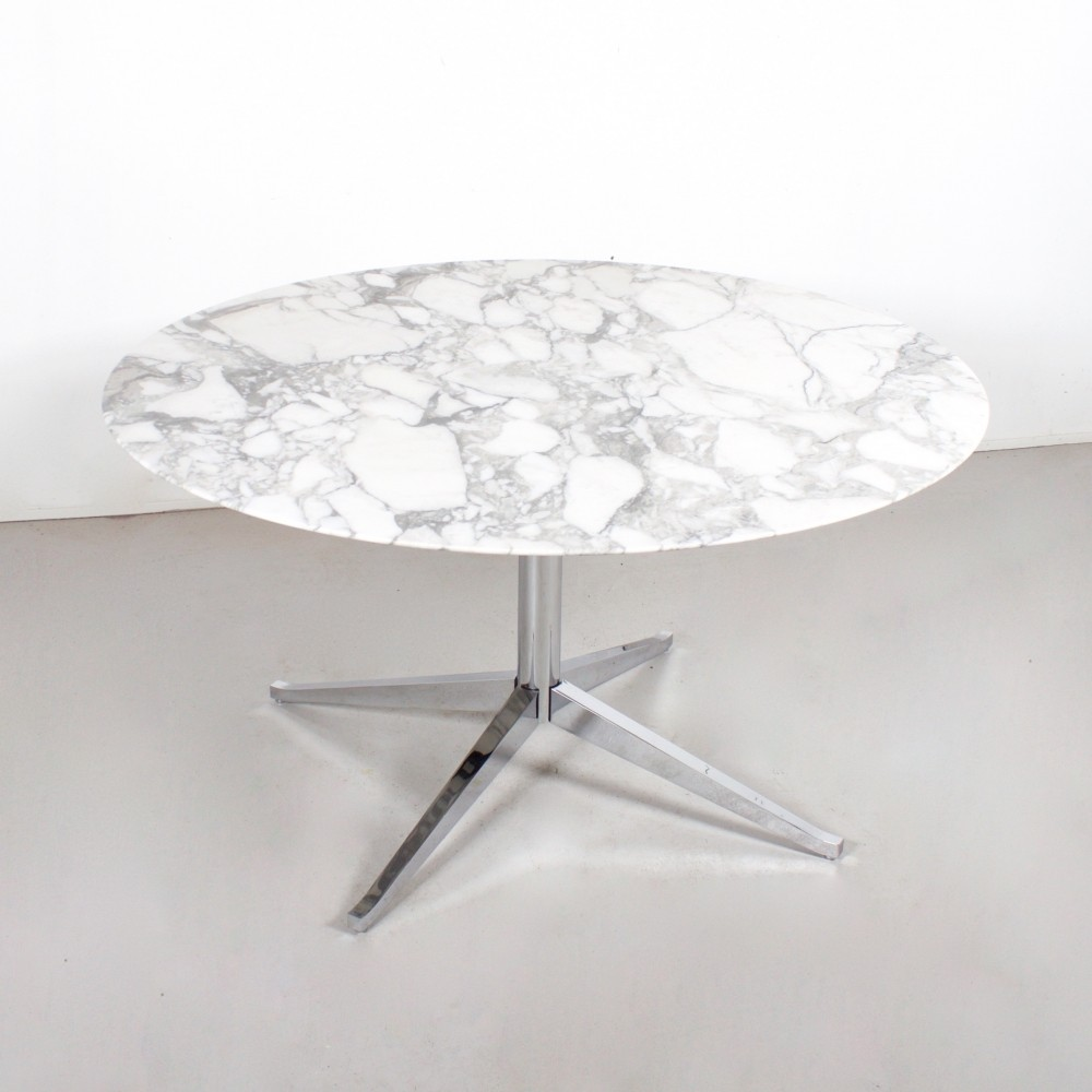 Dining Table from the sixties by Florence Knoll for Knoll International