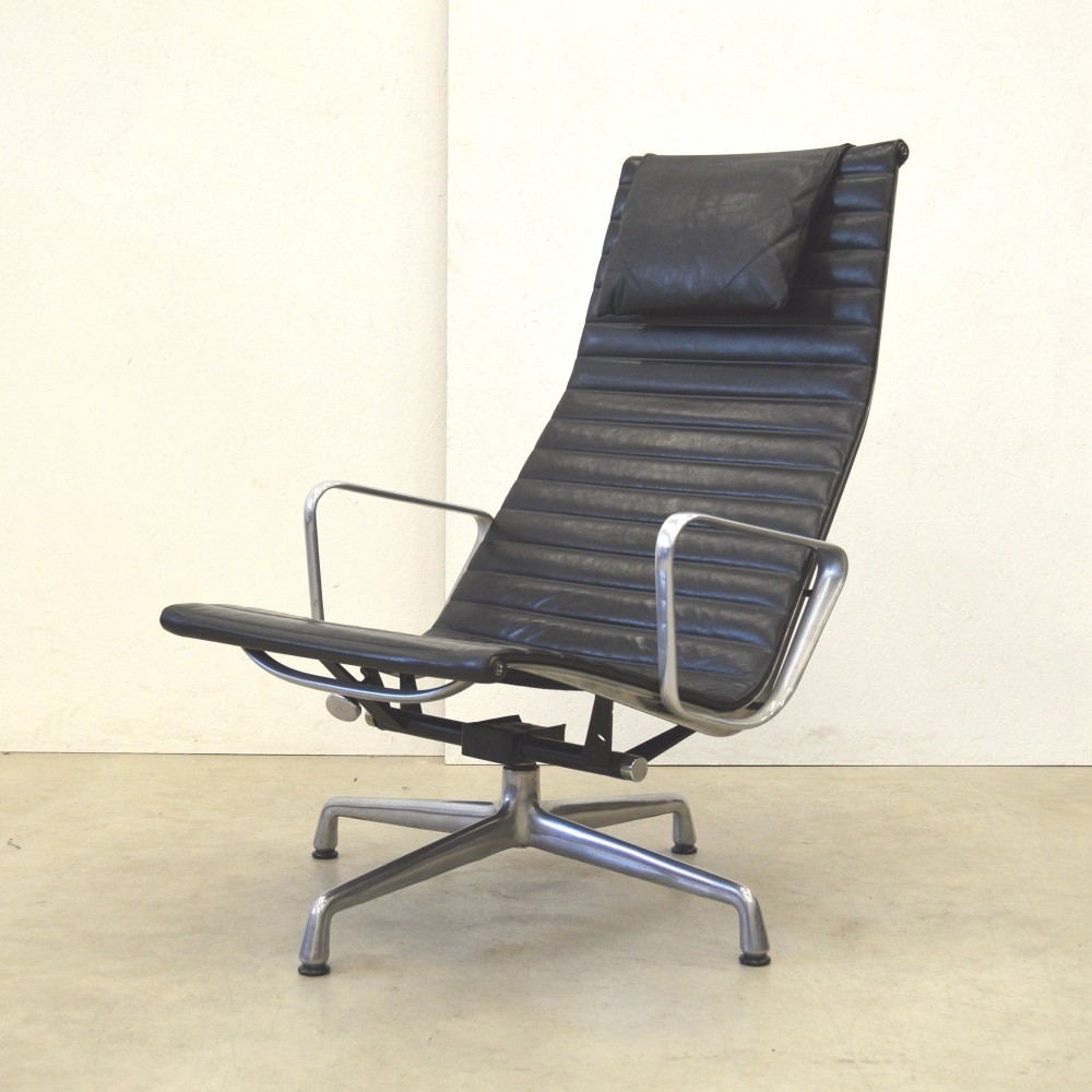 Ea124 lounge chair by charles ray eames for herman for Eames chair nachbau deutschland