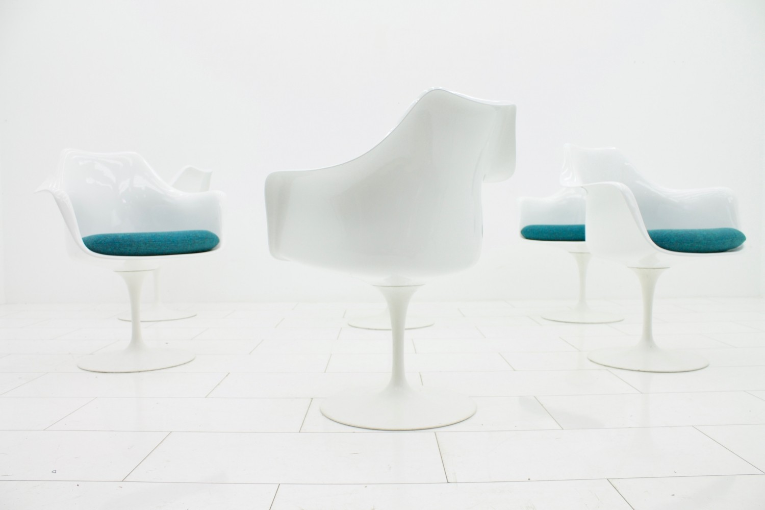 Set of 6 Model 150 arm chairs by Eero Saarinen for Knoll International, 1940s