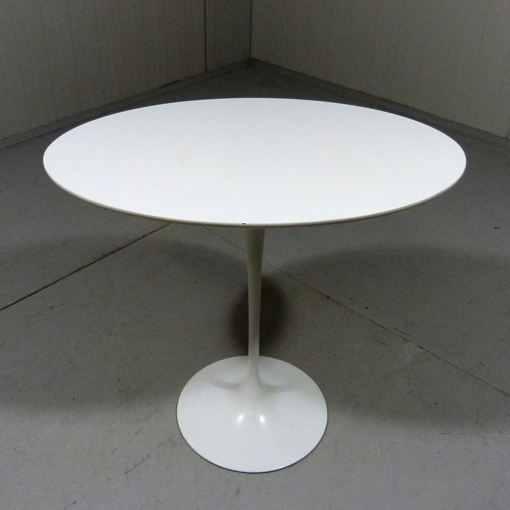 oval tulip side table by eero saarinen for knoll 1960s