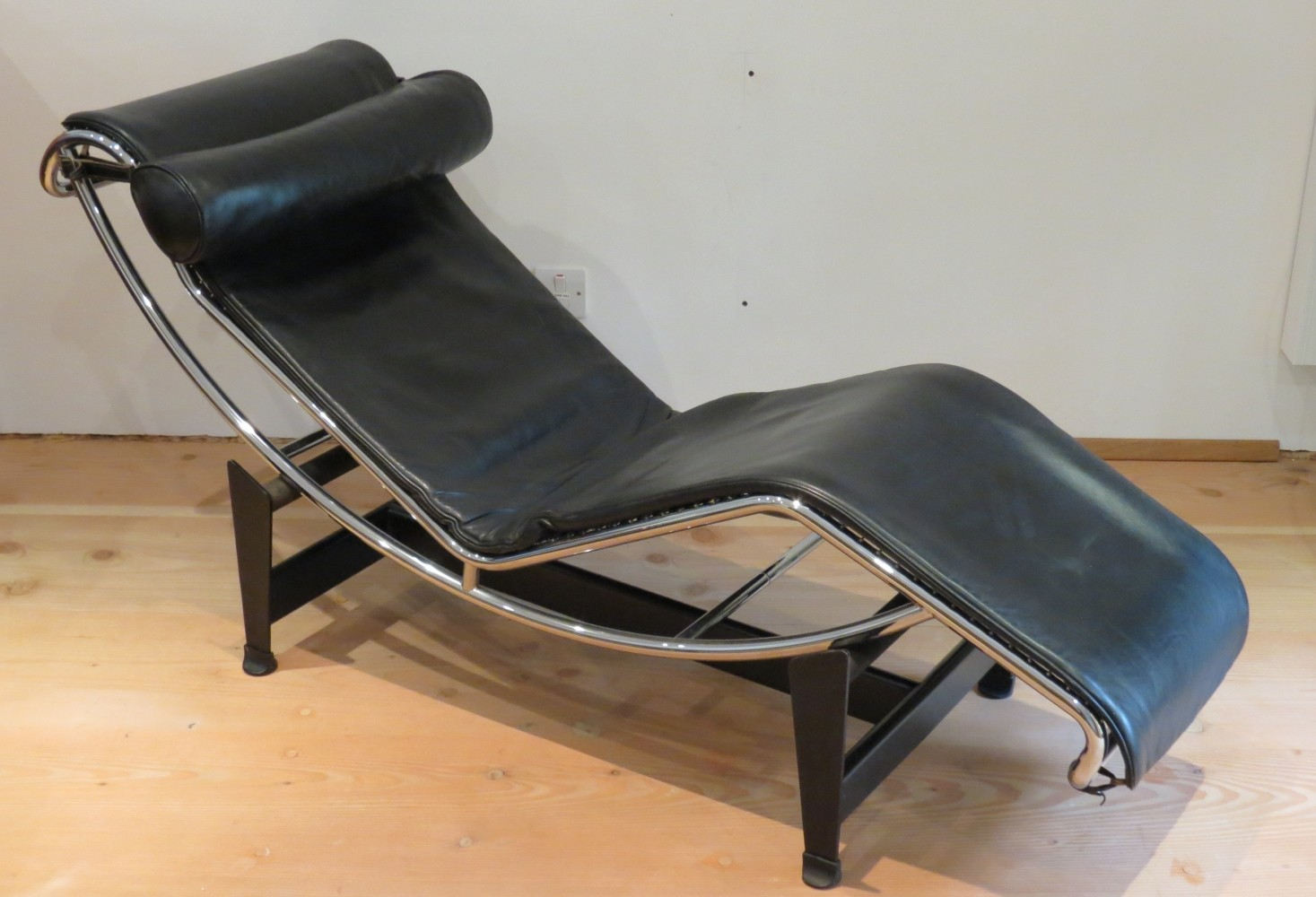 LC4 lounge chair by Le Corbusier & Pierre Jeanneret for Cassina 1970s