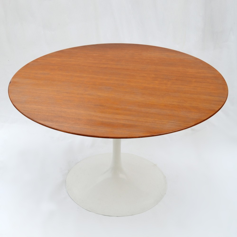 tulip dining table by eero saarinen for knoll international 1960s