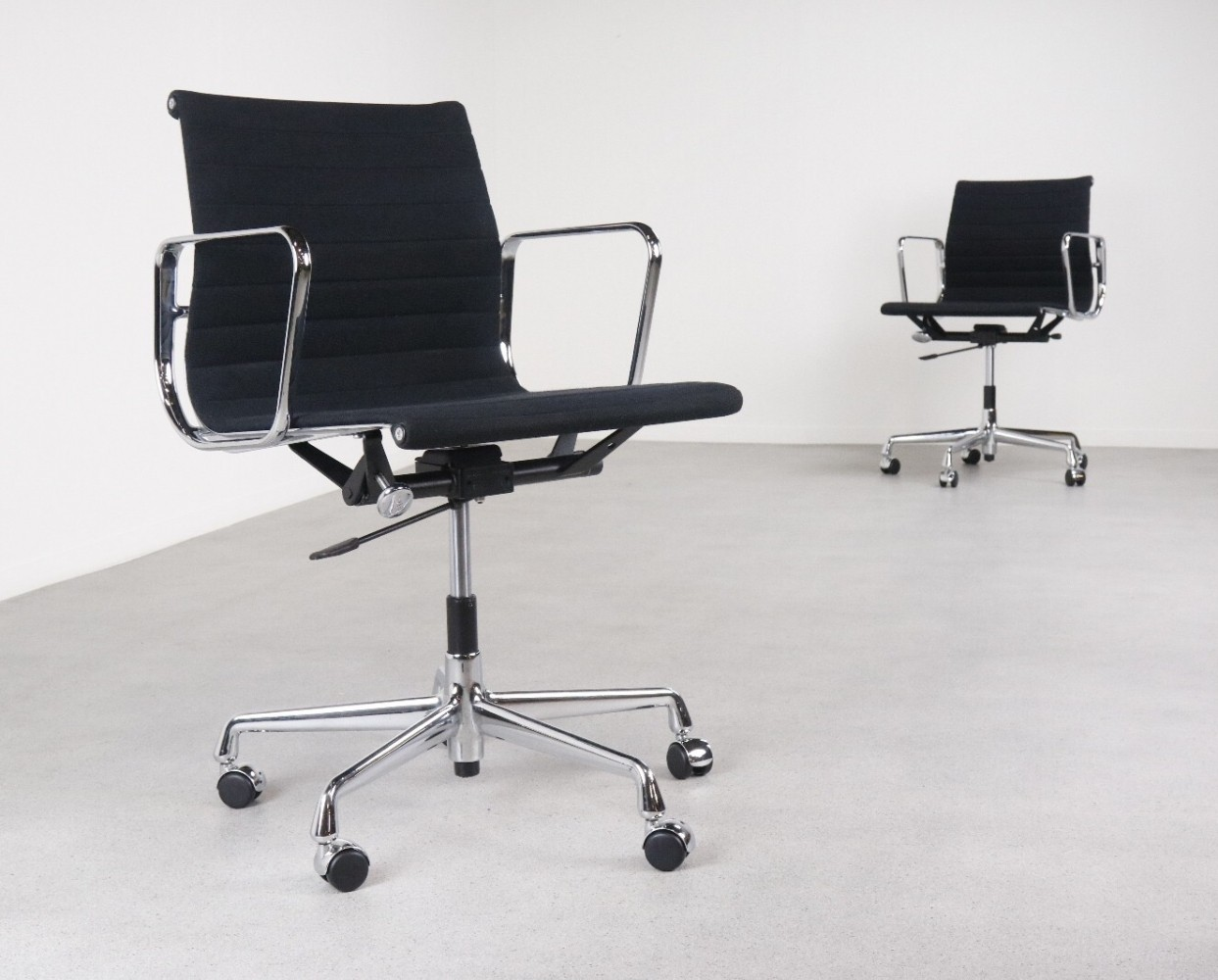 ea 118 office chair by charles ray eames for vitra 1990s 68907. Black Bedroom Furniture Sets. Home Design Ideas