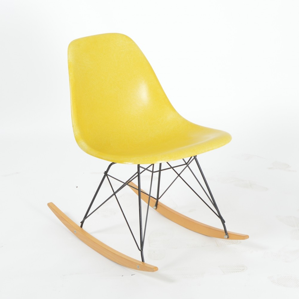 Vitra herman miller dsr rocker by ray charles eames for Rocking chair eames vitra