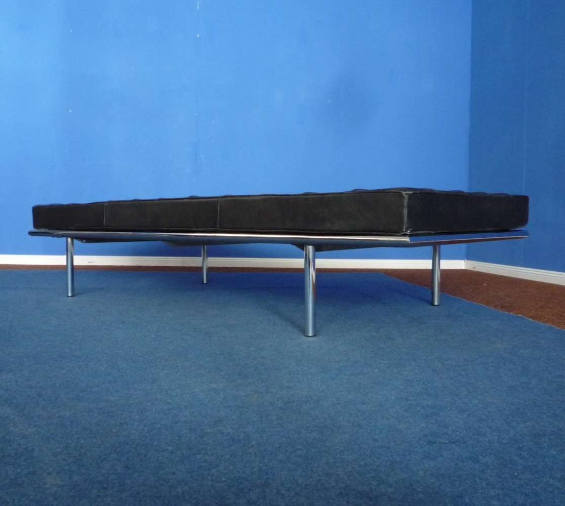 barcelona daybed by mies van der rohe 258 for knoll
