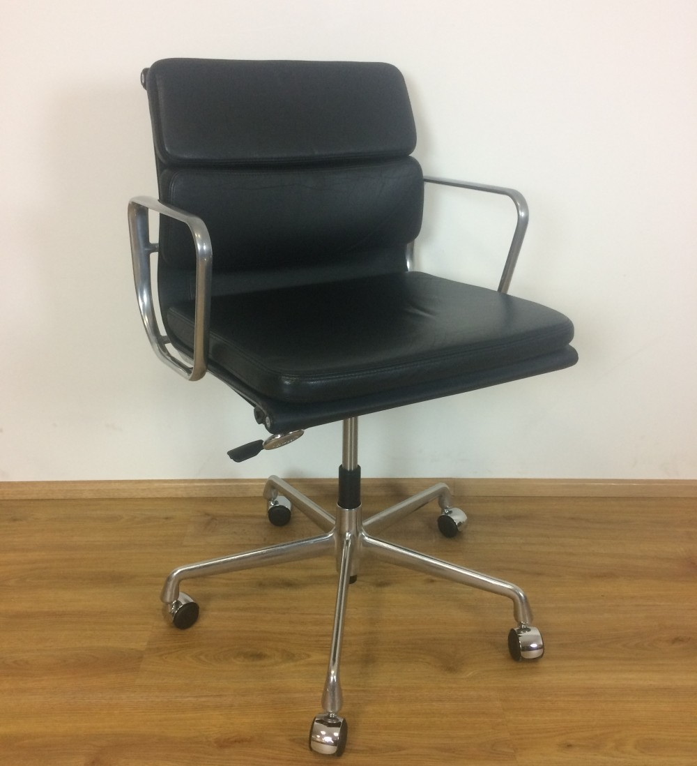4 x black leather ea 217 alu chair by charles ray eames for Eames alu chair nachbau
