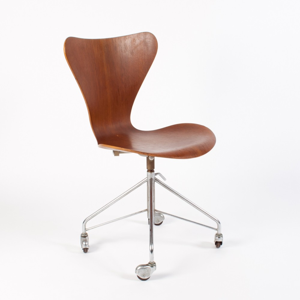 Series 7 Office Chair in Plywood by Arne Jacobsen for Fritz Hansen