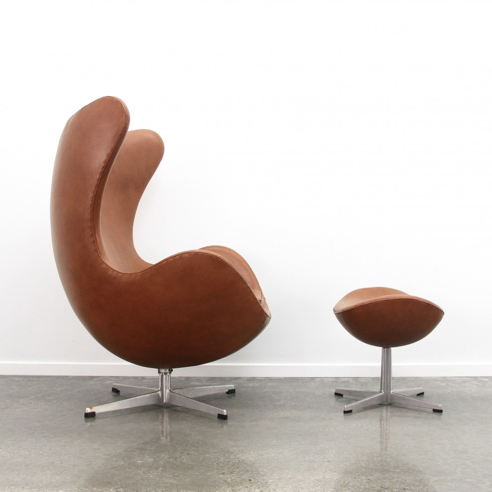 Arne Jacobsen Egg chair + ottoman in cognac leather, 1971