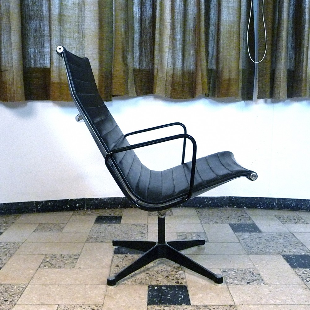 EA 116 Vinyl Aluminium Group Lounge Chair by Charles & Ray Eames for Herman Miller
