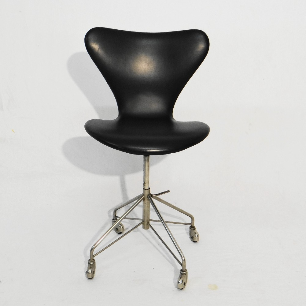 Swivel office chair by Arne Jacobsen for Fritz Hansen, 1960s