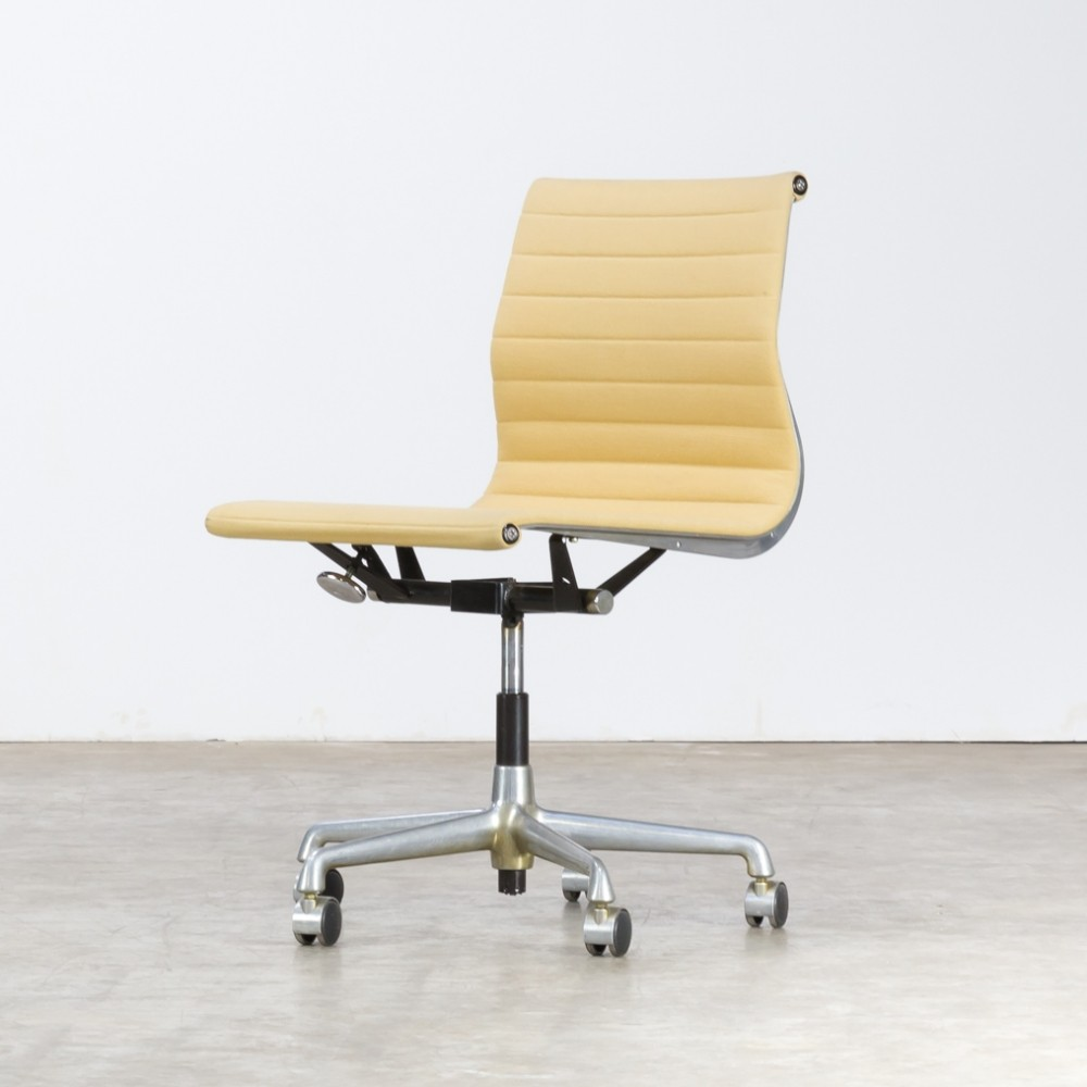 Charles ray eames ea118 fauteuil for herman miller 76215 for Fauteuil charles eames patchwork